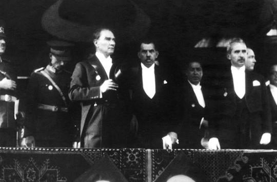 1933 Yılında Cumhuriyeti Nasıl Kutladık?